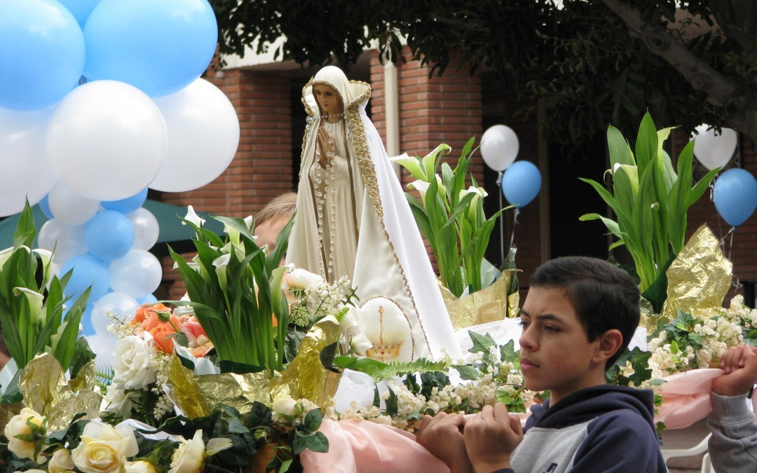 Crowning Mary
