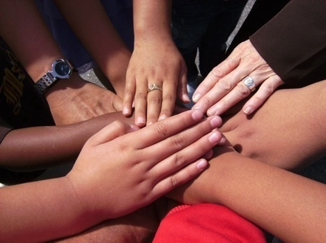 Hands_united